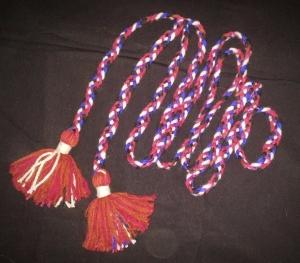 Пояс плетёный чёрно-красно- бело-синий с красными кистями, 300 см_0