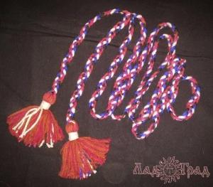 Пояс плетёный чёрно-красно- бело-синий с красными кистями, 300 см_1