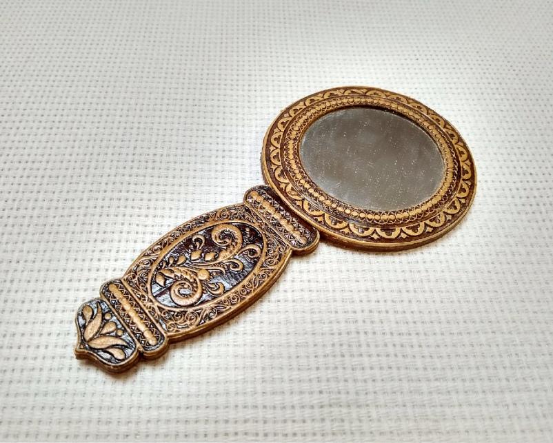 Зеркало круглое из бересты с ручкой