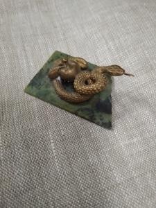 Змейка с яблоком на камне, литьё, бронза_4