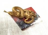 Змейка с яблоком на камне, литьё, бронза_1