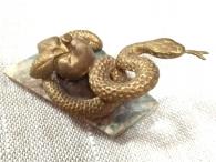 Змейка с яблоком на камне, литьё, бронза_2