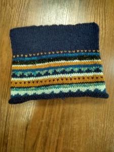 Шапка вязанная с рогами синяя с коричневым