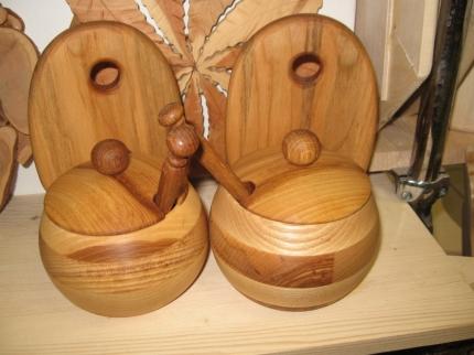 Солонка навесная, деревянная, из ясеня