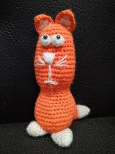 Кот рыжий вязанный